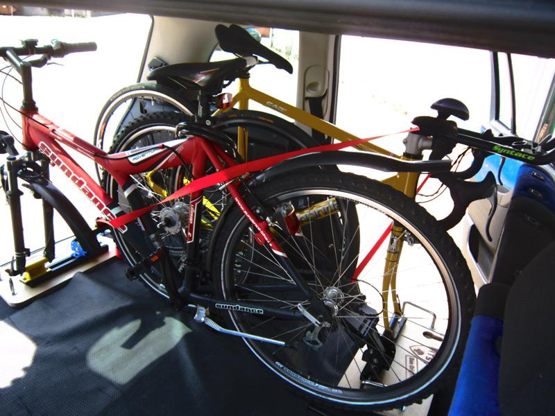 fahrrad im auto transportieren hts system fahrradtr ger auto innenraum. Black Bedroom Furniture Sets. Home Design Ideas